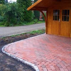 Klinkerpflaster mit Graniteinfassung
