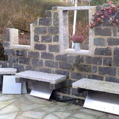 Basalt & Granit, am Boden heller Quarzit